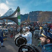 Die Urner Guggenmusiken machen – wie hier 2017 – in Flüelen wieder gemeinsam Sache. (Bild: Eveline Beerkircher, Flüelen, 4. Februar 2017)