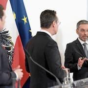 Österreichs Bundeskanzler Sebastian Kurz (links), Vizekanzler Heinz Christian Strache (Mitte) und Innenminister Herbert Kickl. Bild: Hans Klaus Techt/APA (Wien, 20. März 2019)