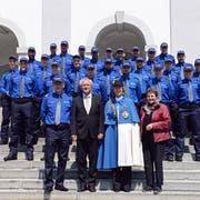 Die 23 vereidigten Polizisten posieren mit Kommandant Adi Achermann, Regierungsrat Paul Winiker, Frau Standesweibel Anita Imfeld und Kantonsratspräsidentin Hildegard Meier-Schöpfer (vorne von links). (Bild: PD/Luzerner Polizei)