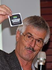 Präsident Roland Werner mit dem Logo der Kraftgegend. (Bild: Margrith Pfister-Kübler)