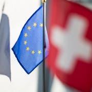 Das Verhältnis zwischen der EU und der Schweiz angespannt: Ob es mit einem neuen Kommissionspräsident besser wird, ist fraglich. (KEYSTONE/Gaetan Bally)