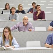 Auch in Sachen Bildung werden Senioren oft diskriminiert. (Bild: Keystone/Christof Schürpf)