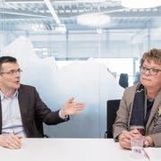Schuldirektor Markus Buschor und Flade-Schulpräsident Margrit Stadler im Gespräch im Tagblatt-Newsroom. (Bild: Urs Bucher)