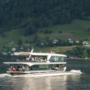 Das neue MS Bürgenstock der SGV auf der Fahrt nach Kehrsiten. Im Hintergrund ist das Bürgenstock-Resort zu sehen. (Bild: Dominik Wunderli (Luzern, 24. Mai 2018))