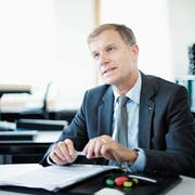 Erich Baumann, CEO der Triaplus AG, in seinem Büro in Oberwil. (Bild: Stefan Kaiser, Oberwil, 7. Juni 2019)