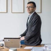 Schuldirektor Markus Buschor in seinem Büro. (Bild: Michel Canonica)