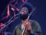 Michael Kiwanukas Gitarrensoli sind die Höhepunkte bei seinem Auftritt in Basel. (Bild: Dominik Plüss)
