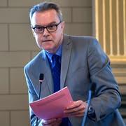 SVP-Stadtparlamentarier Erwin Böhi will mit einer dringlichen Motion erreichen, dass die amtlichen Publikationen der Stadt Wil möglichst alle Bürgerinnen und Bürger erreichen. (Bild: Regina Kühne)