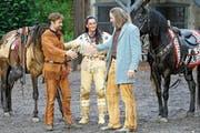 Westernhelden unter sich (von links): Old Shatterhand (Christoph Kottenkamp), Winnetou (Tom Volkers) und Old Firehand (Fred Lobin) auf der Freilichtbühne. (Bild: Bild)