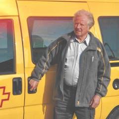 Otto Wallimann war auch 44 Jahre Postbeamter, davon 37 Jahre Briefträger in Alpnach. Als er begann, kannte die Schweiz noch keine Postleitzahlen. Hier ein Bild aus dem Jahr 2003 kurz vor der Pensionierung. (Bild Robert Hess, 17. August 2019)