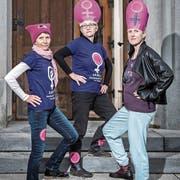 Für mehr Frauenrechte in der katholischen Kirche (von links): Heidi Behringer-Bachmann vom Aargauischen Katholischen Frauenbund, Vroni Peterhans vom Schweizerischen Katholischen Frauenbund und Andrea Birke vom Aargauer Streikkomitee. (Bild: Pius Amrein, 3. Mai 2019)