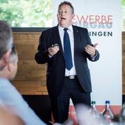 Auf Einladung des Kreuzlinger Gewerbeverbandes berichtet Thomas Niederberger über seine ersten 100 Tage im Amt des Stadtpräsidenten. (Bild: Reto Martin)