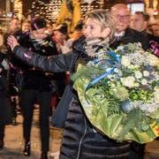 Weit mehr als 2000 Personen bereiteten Bundesrätin Karin Keller-Sutter einen ebenso begeisterten wie herzlichen Empfang in Wil. (Bilder: Urs Bucher)