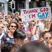 Teilnehmer des Zürich-Pride-Festivals demonstrieren für mehr Toleranz. (Bild: Ennio Leanza/Keystone; 16. Juni 2018)
