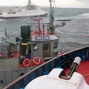 Diese Aufnahme eines Bootes der russischen Küstenwache soll einen Zwischenfall mit einem ukrainischen Schlepper in der Strasse von Kertsch zeigen. (Bild: AP; 25. November 2018)