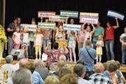 Der Kinderchor des Seelsorgeverbands Nollen-Thur singt über die Zusammengehörigkeit der neun Pfarreien. (Bild: Monika Wick)