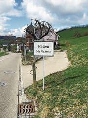 An allen drei Ortseingängen des Dorfes Nassen fehlte in den vergangenen Wochen die Signalisation der Höchstgeschwindigkeit. (Bild: PD)