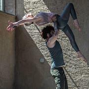 Nicole und Ivo Boog zeigen beim Fototermin ihre Gymnastikvorführung. (Bild: Bilder: Nadia Schärli (Grosswangen, 1. Juni 2019))