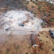 Das Gelände, wo Abu Bakr al-Baghdadi zuletzt Zuflucht fand, wurde komplett zerstört (Bild: AP)
