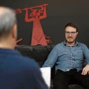 Florian Arnold, interviewt von seinem Vorgänger Bruno Arnold, sprich über die Zukunft der «Urner Zeitung». (Bild: Markus Zwyssig, Altdorf, 28. März 2019)