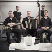Das Echo-Quintett tritt am ersten Landäbärg-Unplugged-Festival auf (von links). Der Obwaldner Jazz-Musiker Roland von Flüe, unterstützt von Marcel Vogler (Vibrafon), Julian von Flüe (Akkordeon), Simon Iten (Bass) und Tony Renold (Schlagzeug). (Bild: PD)