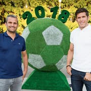 Alexandre Comisetti (links) und Benjamin Huggel trauen dem Nationalteam vieles zu: «Im Fussball ist fast nichts Zufall.» (Bild: Laurent Gilliéron/Keystone (Togliatti, 29. Juni 2018))