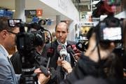Mathias Gantenbein, CEO der Flughafen Bern AG, stellte sich gestern den Fragen zum Grounding von Skywork. (Bild: Anthony Anex/Keystone (Belp))