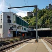 Hier im Bahnhof Baden wurde der Zugchef von einer der Zugtüren eingeklemmt, mitgeschleift und getötet. (Bild: Stefanie Garcia Lainez)
