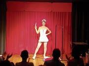 Am Primavera-Festival gab es in der Zuger Altstadt neben viel Musik auch das Burlesque Variété in den Räumlichkeiten des «Schabernack...partout Variété». Hier mit Rosie Riot. (Bild: pd)