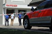 Überfall auf die Raiffeisenbank an der Stichermattstrasse in Emmen. Bild: René Meier, aufgenommen am 27. Juli 2018