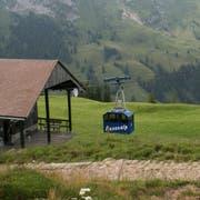 Die Musenalpbahn fährt in die Bergstation auf rund 1750 Metern über Meer ein. (Bild: Sepp Odermatt, 10. Juli 2018)