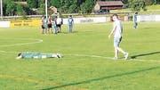Am Boden zerstört: Die erste Mannschaft des FC Buchs muss ein Jahr nach dem Abstieg aus der 2. Liga interregional nun auch den Abstieg aus der 2. Liga regional hinnehmen. (Bild: Daniel Schmidt)