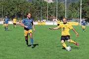 Fokussiert: Yakup Genc bewahrt vor dem Tor die Ruhe und schiebt den Ball an Goali und Gegenspielern vorbei ins Tor. (Bild: Miriam Küpper)