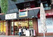 Ladenfläche von OVS soll neu vermietet werden (Bild: Martin Knoepfel)