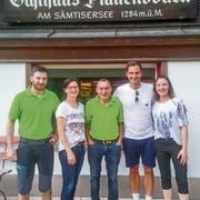 Tennis-Star Roger Federer posierte mit dem Team des «Plattenbödeli». (Bild: Screenshot Instagram)