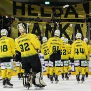 So erfolgreich wie seit 1996 nicht mehr: Thurgaus Spieler werden nach dem Halbfinal-Aus in La Chaux-de-Fonds von ihren Fans als Helden gefeiert. (Bild: Mauricette Schnider)