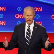 Der frühere Vizepräsident und aktuelle Präsidentschaftskandidat Joe Biden spricht während der zweiten Fernsehdebatte. (Bild: AP Photo/Paul Sancya, Detroit, 31. Juli 2019)