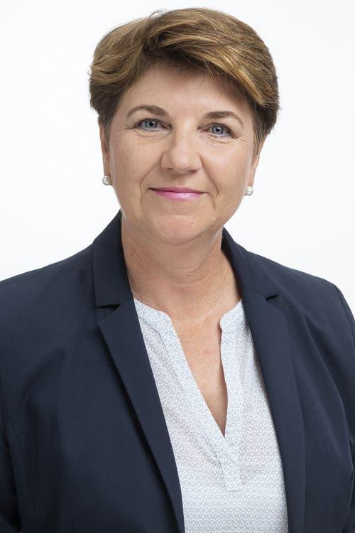 Viola Amherd, CVPAm Mittwoch wurde die CVP-Politikerin in den Bundesrat gewählt. Im Gegensatz zu Karin Keller-Sutter hat sie sich bislang kaum mit der Europapolitik auseinandergesetzt. Entsprechend zurückhaltend gibt sie sich bezüglich Rahmenabkommen. Sie kenne den Inhalt des Abkommens noch nicht und müsse sich zuerst einen Überblick verschaffen, sagte die Walliserin nach ihrer Wahl. Grundsätzlich hält sie das Rahmenabkommen aber für sehr wichtig.