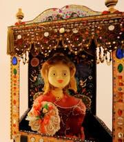 Pya Hug liebte Perlen, Pailletten und Bordüren - und Wachs.