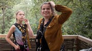 Luisa Neubauer (rechts) zusammen mit Greta Thunberg im Hambacher Forst. (Bild: Keystone, 10. August 2019)