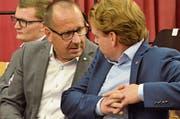 Die Regierungsratskandidaten Hansueli Reutegger (SVP) und Yves Noël Balmer haben der SP-DV Gesprächsstoff zu zweit. (Bild: Roger Fuchs)