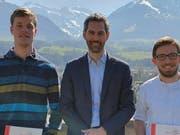 Die zwei neuen Mitglieder André Ruckstuhl (l.) und Raphael Windlin (r.) mit Präsident Reto Mattli. (Bild: PD)