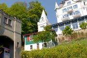 Das grün-weisse Jägerhaus beim Château Gütsch wird saniert. (Archivbild Luzerner Zeitung)