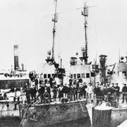 Sie läuteten das Ende der deutschen Monarchie ein: aufständische Matrosen im Hafen von Hamburg Anfang November 1918. Bild: Getty