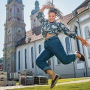 Ob Klosterplatz oder Winzerfest: Wenn sie tanzt, ist Laura Denier in ihrem Element. (Bild: Urs Bucher)
