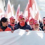 Unia-Präsidentin Vania Alleva mit ihren Genossen an einer Demonstration in Zürich. (Bild: Nick Soland/Keystone/10. November 2015)