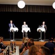 Felix Wüst (von links), Michael Fitzi und Werner Reifler zeigen sich vor dem zweiten Wahlgang nochmals von ihrer besten Seite. Bild: Jolanda Riedener