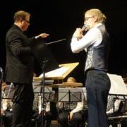 Stefan Roth dirigiert das Blasorchester der Jugendmusik Kreuzlingen. (Bild: Erwin Schönenberger)