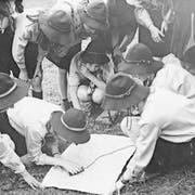 Wie die Buben, aber nicht ganz: Mädchenpfadis beim Manegg-Pfadiheim in Hedingen in den 1950er-/60er-Jahren. (Bild: Hermann Freytag, Universität Zürich, ISEK)