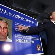 Bundesstaatsanwalt Geoffrey Berman bei seiner Pressekonferenz, in der er die Anklage gegen Jeffrey Epstein erläutert. (Bild: epa)